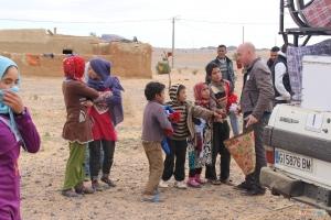 - Entrega de la ayuda directamente a los niños y familias en mano. -